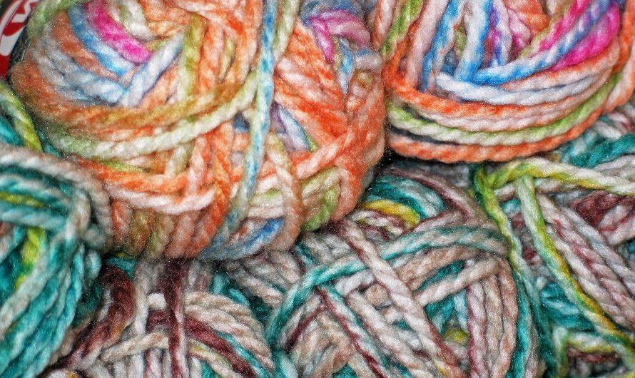 Tricoter une écharpe, un bon exercice pour débutant